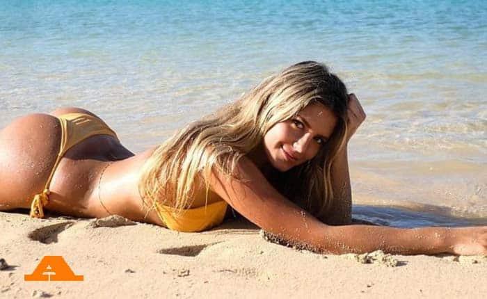 Σάρα: Η σέξι σύντροφος του Τσιτσαρίτο στη Μύκονο!
